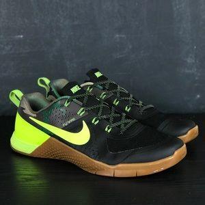 Men's Nike Metcon 1 Amplify Amp Rare Color-way